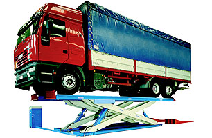 Electrohydraulic scissor hoists for heavy vehicles