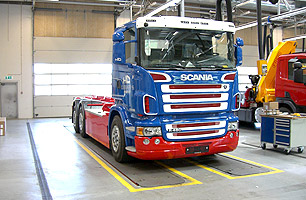 Example showing in-ground semi scissor lift with Scania Prime Mover about to be lifted