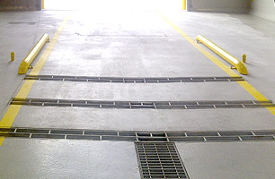 Under chassis wash installed with 3 lanes, guide rails