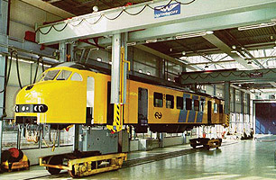 lifts for railway and locomotive equipment